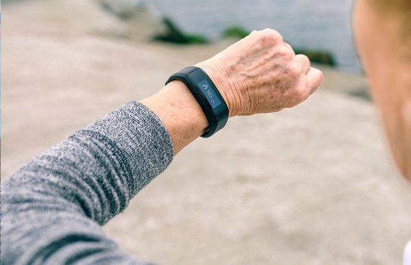 Smartwatch mit Notruf Funktionq